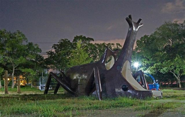 カブトムシ バッタ UFO カナリア公園
